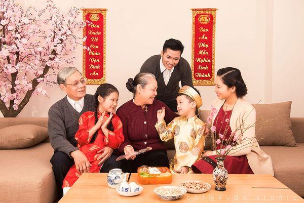 Sinh viên nên ở lại làm thêm dịp Tết hay về nhà đoàn tụ với gia đình?